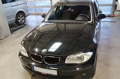 proces výměny čelní skla BMW 3